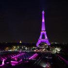 Eyfel Kulesi pembe renkle ışıklandırıldı
