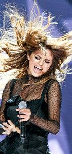 Instagram'ın kraliçesi Selena Gomez