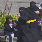 Çarşafın içinden soyguncu kadınlar çıktı!