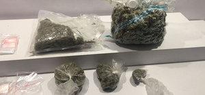 Ataşehir'de lüks otomobilde 2 kilo uyuşturucu yakalandı