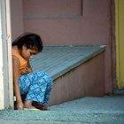 Adana'da 7 yaşındaki çocuk, babasını morg kapısında böyle bekledi
