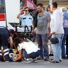Antalya'da trafik kazasında yaralanan kızını gören baba gözyaşlarına boğuldu