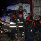 İşçileri taşıyan otobüs ile kamyon çarpıştı: 1 ölü, 39 yaralı