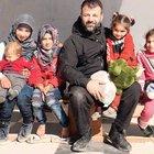 Suriyeli çocuklara 4 yıldır kaçak yollarla oyuncak götürüyor