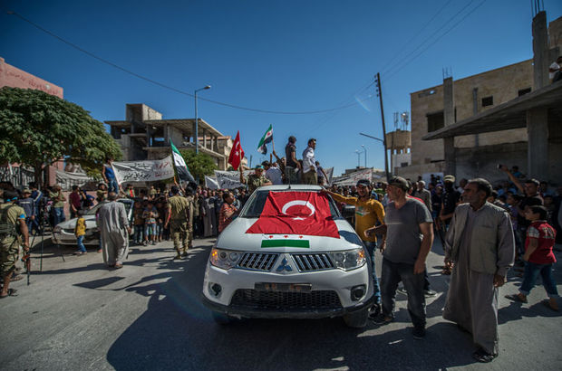 Suriye'de Kürtler PYD'yi protesto etti
