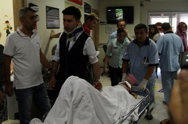 Muğla'da gelin arabasıyla otomobil çarpıştı: 7 yaralı
