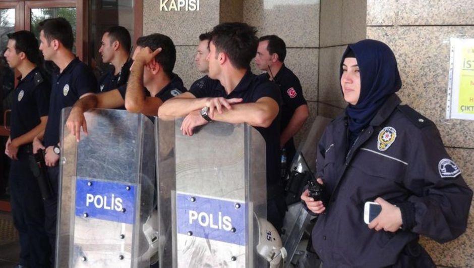 İzmir, başörtülü polis