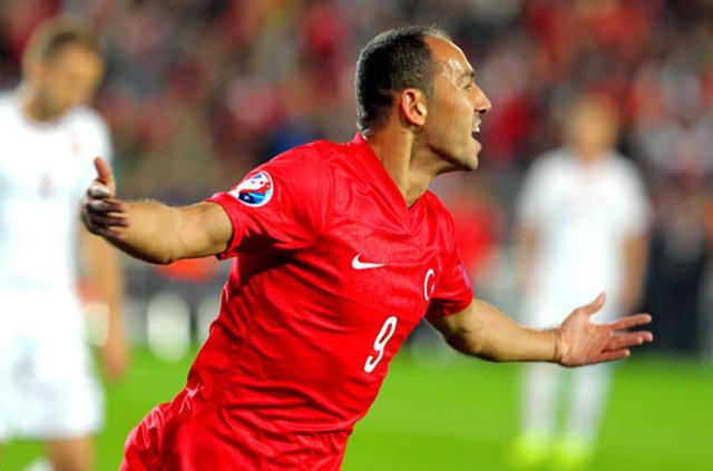 Futbol yorumcusu Ahmet Çakar, Milli Takım'da dağıtılan primlerle ilgili flaş açıklamalarda bulundu.