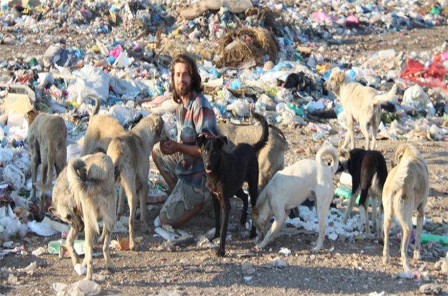 Gökçer Korkmaz sokakta yaşayan yüzlerce hayvanı sahiplendi
