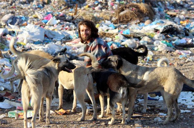 Kırklareli'nin Babaeski İlçesi'nde yaşayan Gökçer Korkmaz sokakta yaşayan yüzlerce hayvanı sahiplendi - Yaşam Güncel Haberler