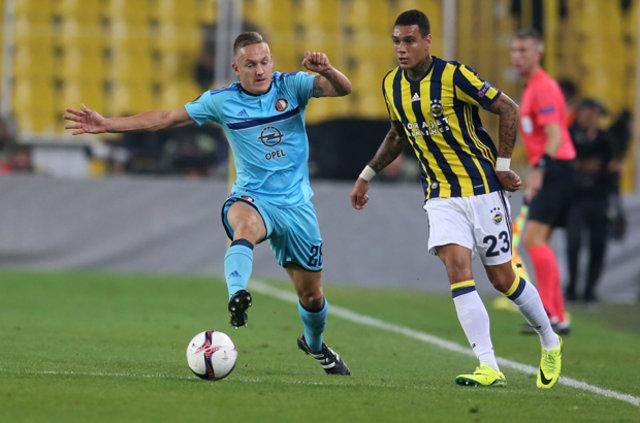 Fenerbahçe'de Van der Wiel, gelecekle ilgili olarak umutlu konuştu
