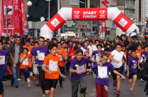 Türk Kızılayı, Atletizm Federasyonu ve Olimpik Paralimpik Sporcular Kulübü Derneği, Kızılay İyilik Koşusu için iş birliği protokolü imzaladı