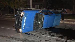 İzmir'de askeri personel aracı kaza yaptı: 5 yaralı