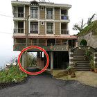 Ceviz ağacına iki katlı ahşap ev yaptı