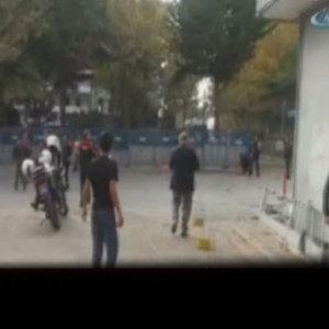İSTANBUL'DA KARAKOLA BOMBALI MOTOSİKLETLE SALDIRI!