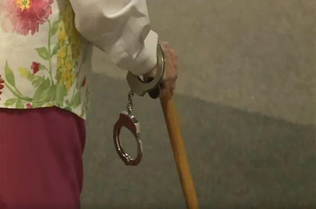 102 yaşında kendini tutuklatan kadın