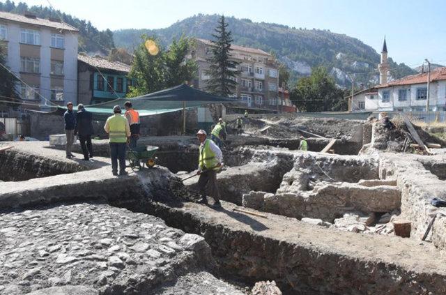 Kütahya'da arkeolojik kazıda tarihi hamam ve mescit bulundu