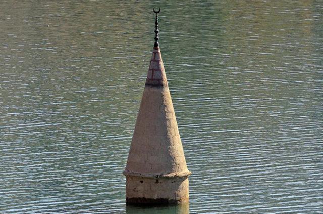 Sivas'ta sular çekilince ortaya çıkan minare anıları canlandırdı
