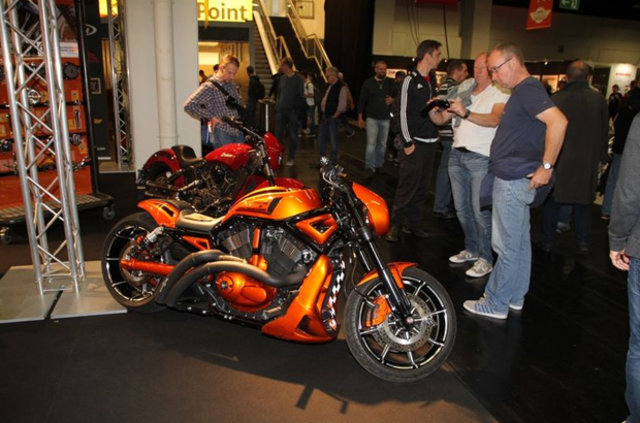 Köln'de düzenlenen motosiklet fuarına yoğun ilgi