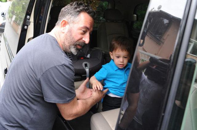 Cem Yılmaz, oğlu Kemal'in o fotoğraflarını paylaştı