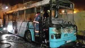 Yenibosna'da madde bağımlısı şahıs otobüsleri kundakladı