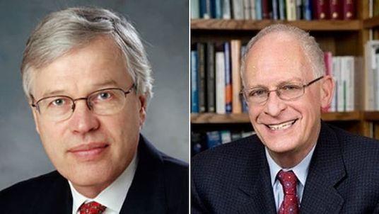 Holmström (solda) ve Oliver Hart (sağda)