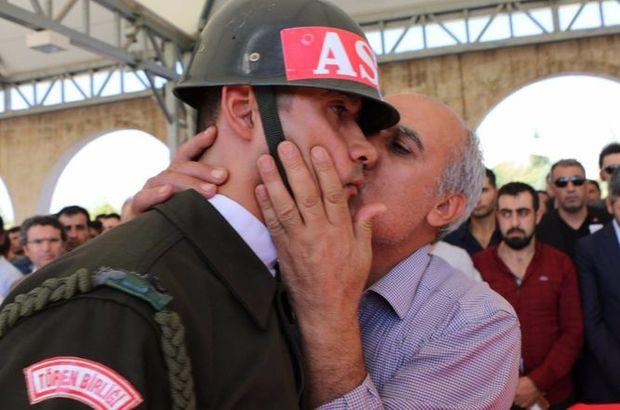 Oğlunun tabutunu taşırken ağlayan askeri gördü ve...