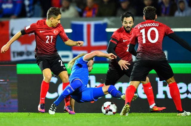 İzlanda, Emre Mor'u durdurunca Milli Takım pozisyon bulmakta zorlandı