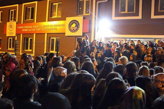 "Üniversite yurdunda ""kız kaçırma"" protestosu"