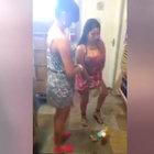 İki kadın çaldıkları ürünleri iç çamaşırına sakladı