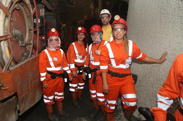 Eşlerinden maden işçilerine sürpriz ziyaret