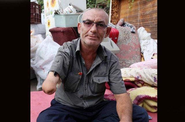 Engelli Mustafa Soysal eşyalarıyla sokakta yaşıyor