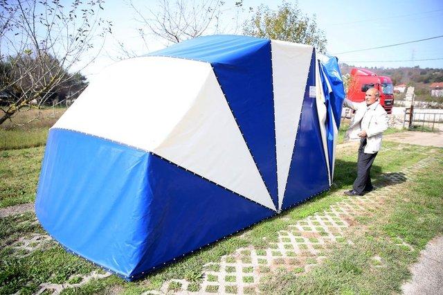 Düzce'de Kendisi için ürettiği garajı, Türkiye'ye pazarlıyor