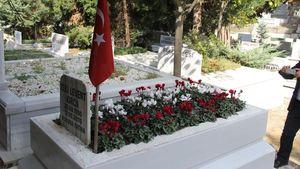 İşte Levent Kırca'nın mezarının son hali