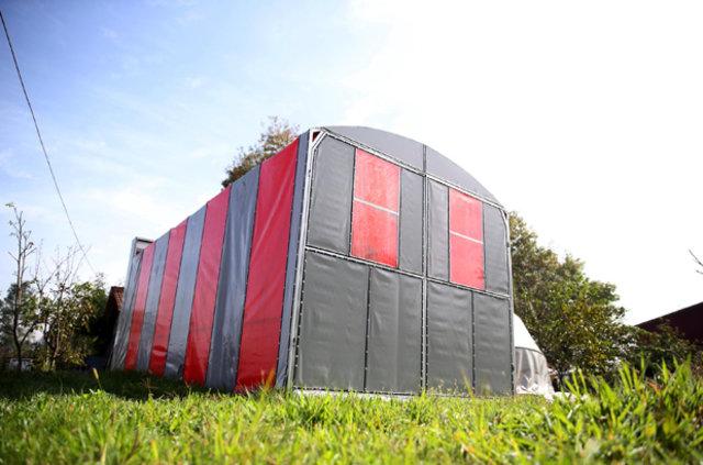 Turgut Yılmaz portatif garajlarını dünyaya pazarlıyor