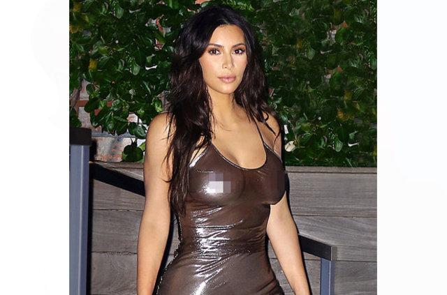 """Geçen hafta Paris'te silahlı soyguna uğrayarak 11 milyon dolarlık mücevherlerini çaldıran Kim Kardashian, soygunu """"yalan haber"""" olarak yansıtan haber"""