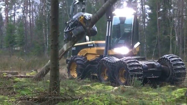 Transformers filmlerinden çıkmış ağaç kesme makinesi