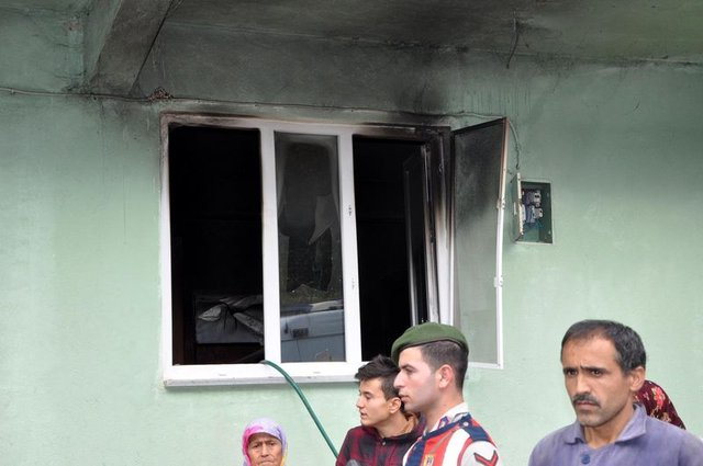 Evde çıkan yangında 1 ve 2 yaşındaki kardeşler öldü