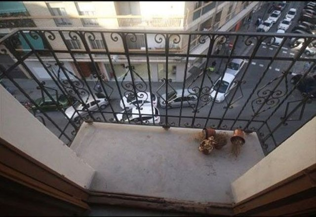 Eski balkonunu bambaşka bir yer haline getirdi