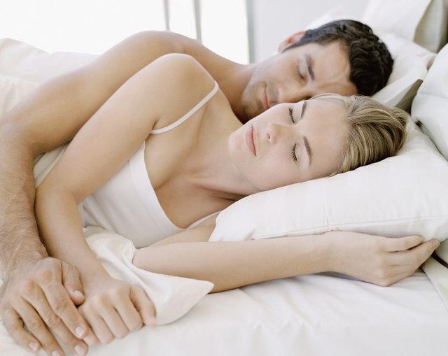 Uyku pozisyonuna göre seks hayatı!