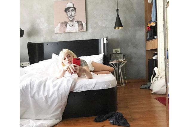 Ünlülerin yatak odası pozları