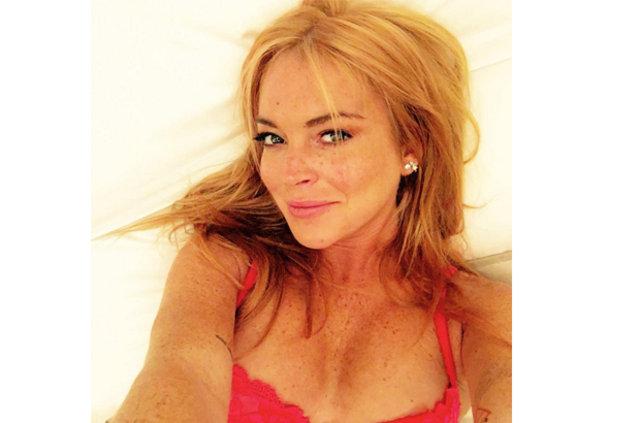 Lindsay Lohan'dan çıplak selfie