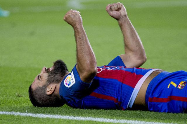 İspanya 1. Futbol Ligi (La Liga) takımlarından Barcelona'da forma giyen Arda Turan, İspanya'yı sallamaya devam ediyor...