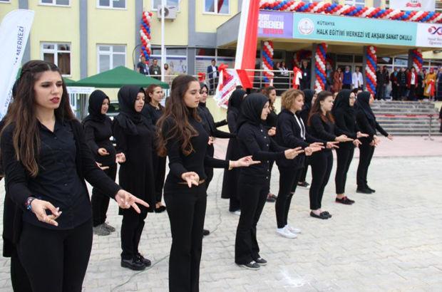 İstiklal Marşı'nı işaret dili ile okudular