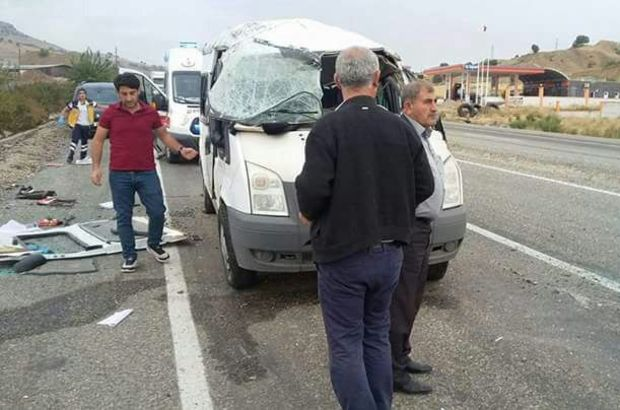 Öğrencileri taşıyan servis kaza yaptı!