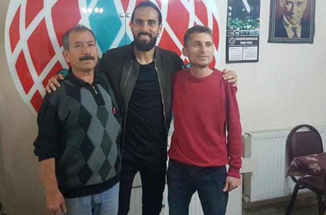 Erkan Zengin, kahvehaneye gitti!