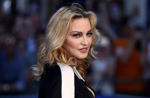 Madonna Clinton'a oy veren seçmenlere oral seks teklifinde bulundu