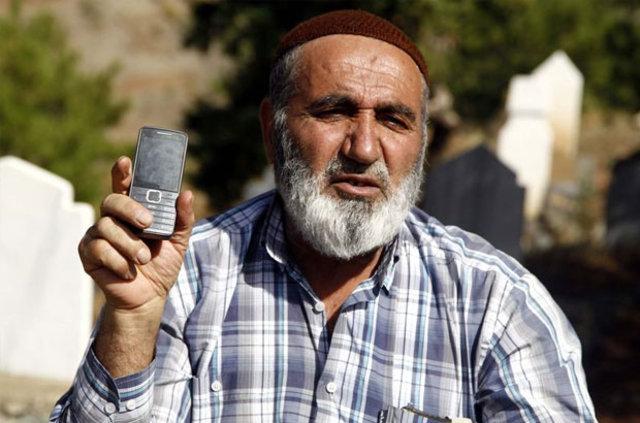 Kahramanmaraş'a 70 kilometre! Telefonla konuşmak için mezarlığa gidiyorlar