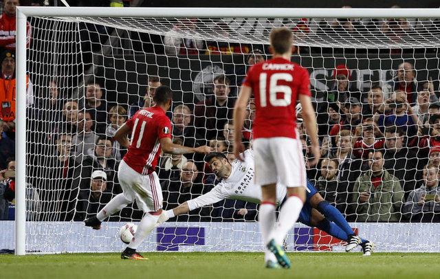 Manchester United - Fenerbahçe maçındaki penaltı pozisyonları