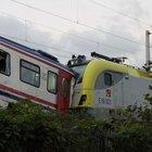Sakarya'da iki tren kafa kafaya çarpıştı